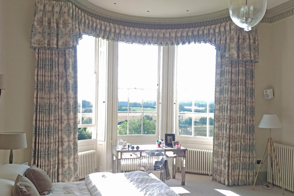 curved bay window curtains and pelmet