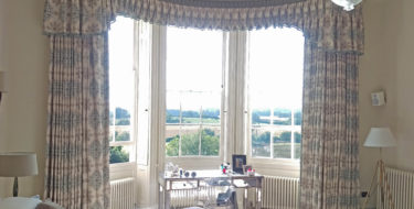 Curved Bay Window Pelmet & Curtains